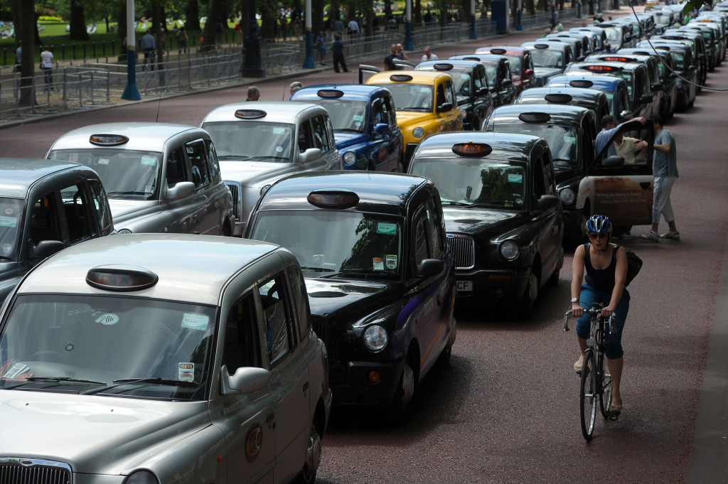 BRITAIN-EUROPE-TRANSPORT-TAXI-TECHNOLOGY-STRIKE
