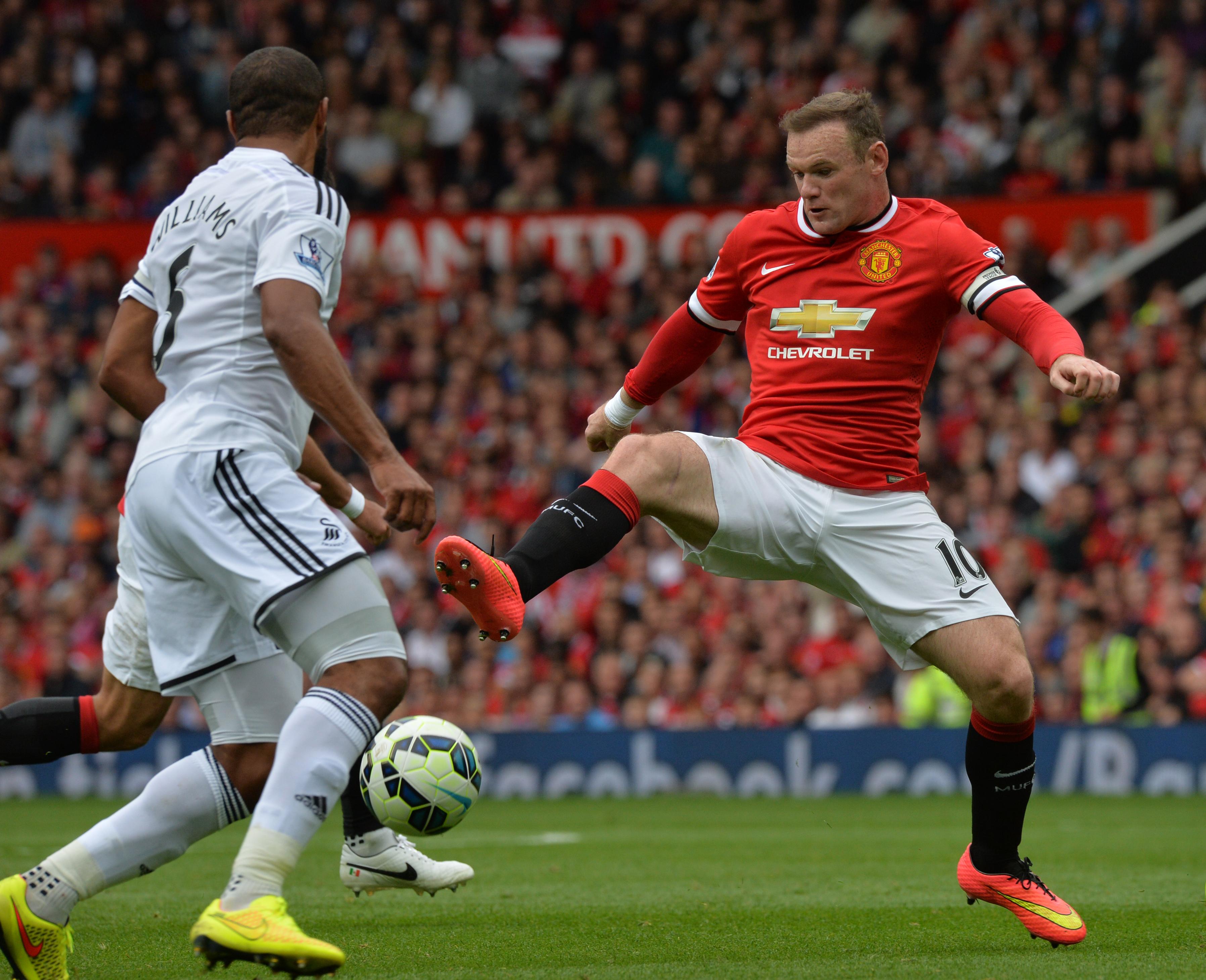 Wayne Rooney, sóknarmaður Manchester United, er á meðal hæst launuðustu leikmanna heims. Hann fær um 300 þúsund pund, rúmlega 58 milljónir króna, á viku frá félagið sínu.