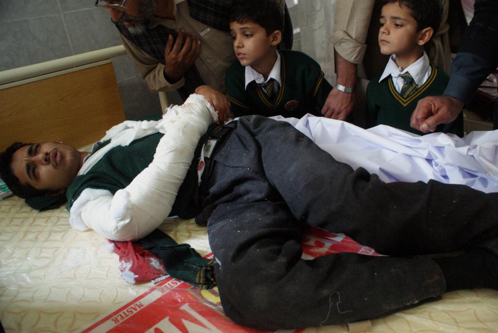 Samtals voru 132 börn drepin í miskunnarlausri árás byssumana úr röðum Talíbana í Pakistan. Mynd: AFP