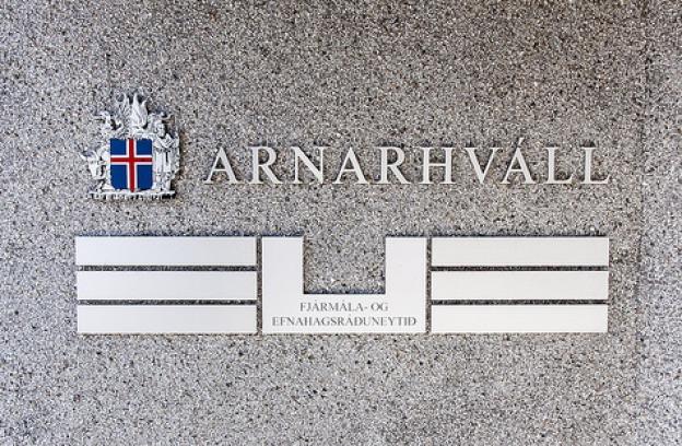Lagt var til að ríkið drægi saman seglin á nánast öllum sviðum og leyfði einkaframtakinu að sjá um samkeppnisrekstur, líka í heilbrigðismálum, menntamálum og samgöngumálum.
