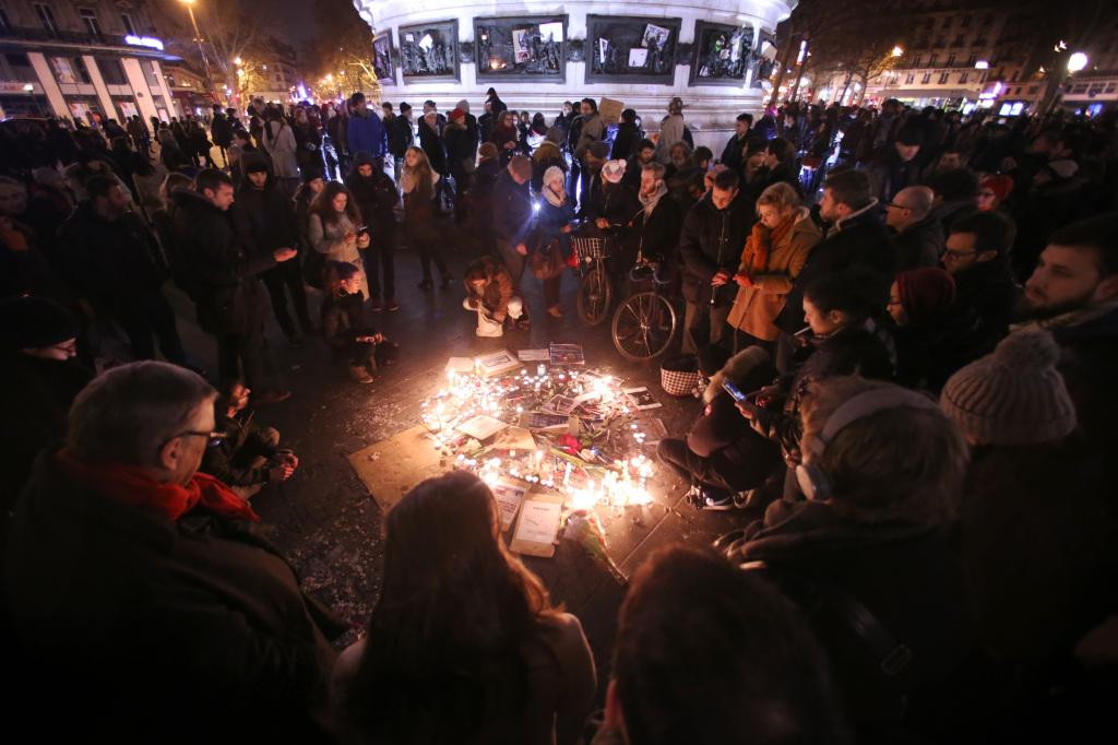 Frönsku þjóðinni er mjög brugðið vegna árásarinnar á Charlie Hebdo. Tólf létust, tveir lögreglumenn og tíu starfsmenn blaðsins.