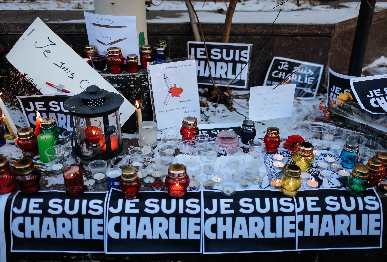 Tólf létust í árásinni á ritstjórn Charlie Hebdo, tíu blaðamenn og tveir lögreglumenn.