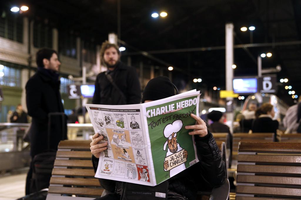Charlie Hebdo var gefið út í þremur milljónum eintaka í dag og á sex tungumálum.