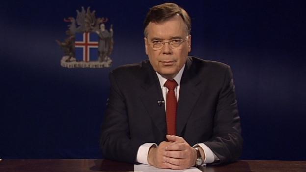 Lánið til Lindsor var veitt 6. október 2008, sama dag og neyðarlög voru sett á Íslandi og Geir H. Haarde, þáverandi forsætisráðherra, bað guð að blessa Ísland. Þann dag lánað Seðlabanki Íslands líka Kaupþingi  500 milljónir evra í neyðarlán. Þremur dögum síðar var Kaupþing fallinn.