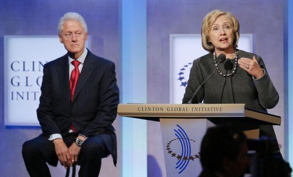 Hjónin Bill og Hillary Clinton. Bill er sagður hafa verið svolítið útundan í síðustu kosningabaráttu en nú stendur til að bæta úr því.