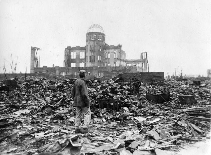 Þessi bygging stendur enn í óbreyttri mynd í Hiroshima til minningar um þá sem fórust og hryllingin sem fylgdi kjarnorkusprengjunni.