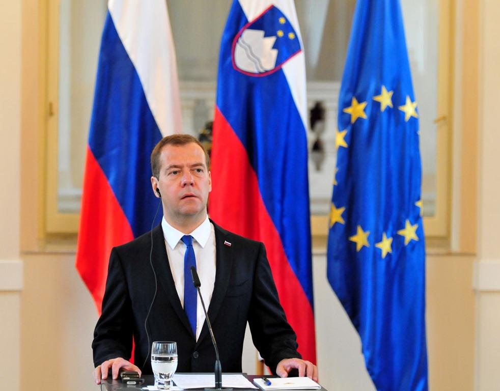 Dmitri Medvedev, forsætisráðherra Rússlands, stýrði rannsókn á því hvaða lönd ættu að fara á listann.